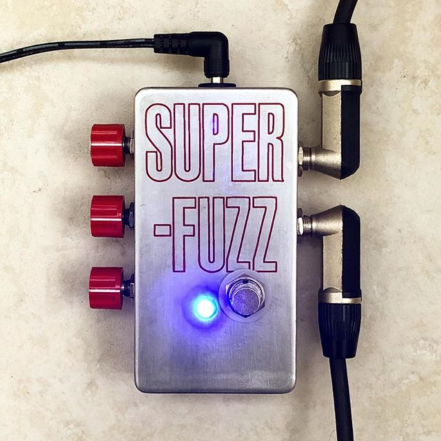 Univox Super Fuzz clone with sideknobs