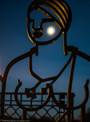 The moon in Frognerparken / Vigelands Park.