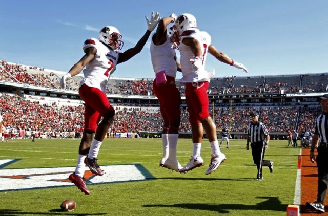 9639983-ncaa-football-louisville-virginia-1-850x560
