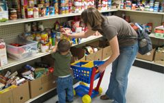 Majority of low-income families with children relying on food banks 1