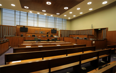 Dozens of crown courts 'sat idle' with thousands of cases delayed, lawyers claim