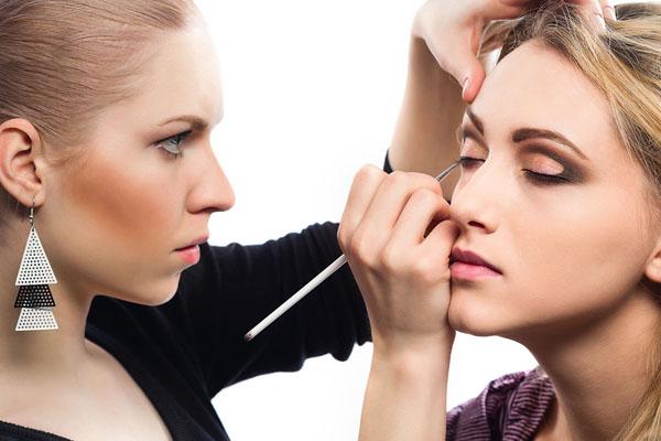 Makeup Artist Saubhaya