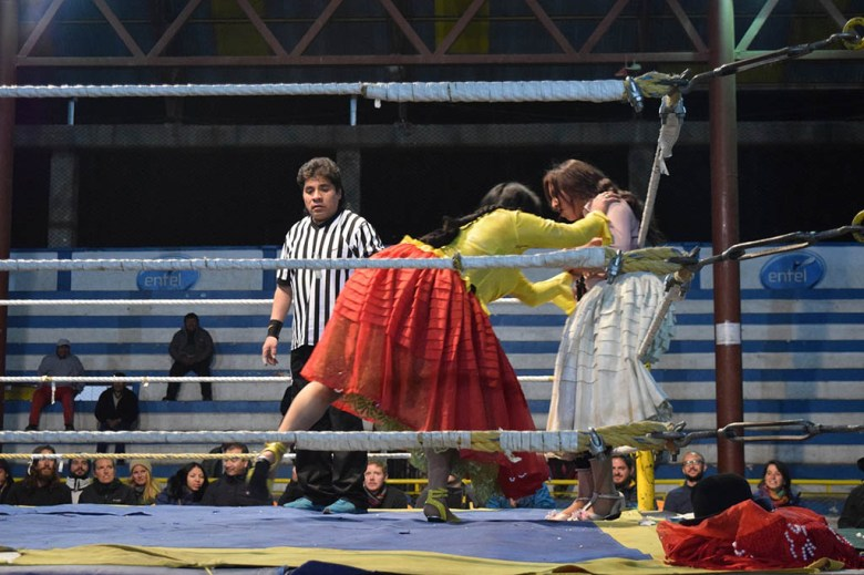 Cholita wrestling is a great night out for entertainment with an authentic Bolivian twist
