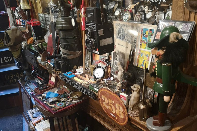 6blusos antique shop in Vilnius sells an assortment of old trinkets