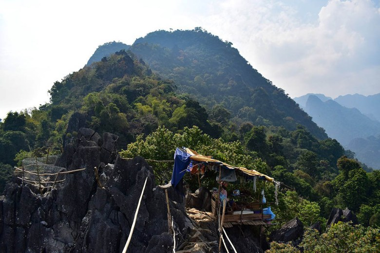 A small hut at the first Pha Ngeun viewpoint sells water, soft drinks and snacks