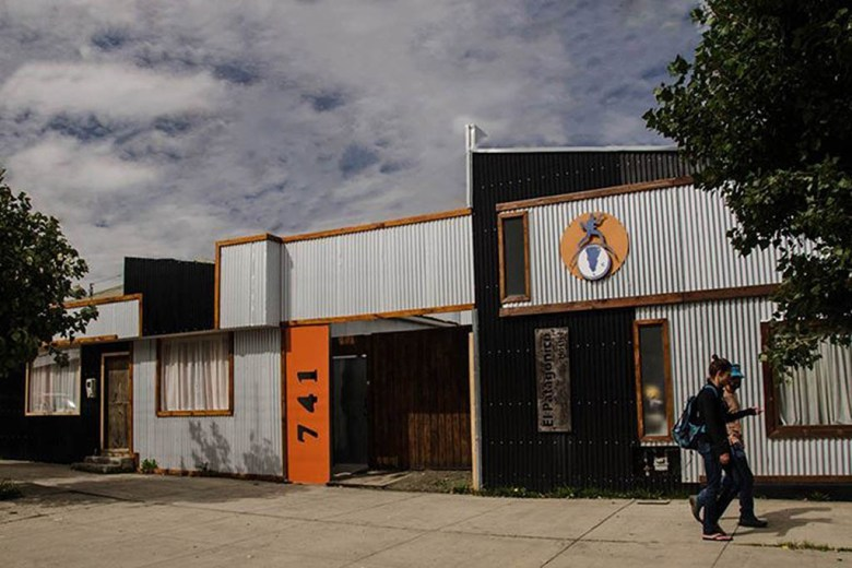 El Patagonico is a family-run hostel with an equipped kitchen, spacious rooms and social spaces