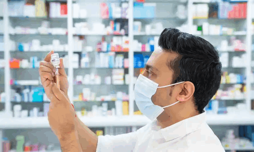 What degree is required to practice pharmacy?