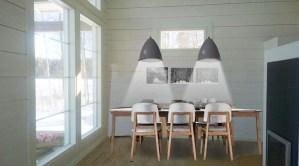 Kuvamanipulaatio valkoiset tuolit