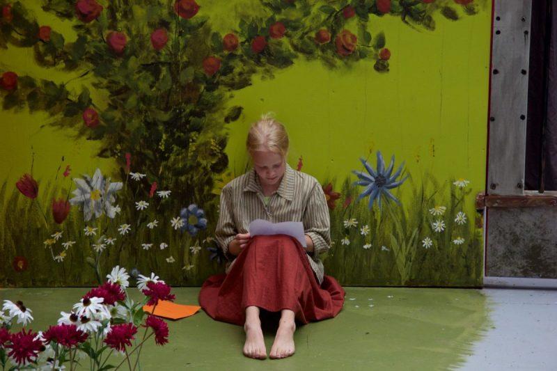 Onnelin ja Annelin lavastus, kuvassa Pikki, #Miniteatteri #Aulanko