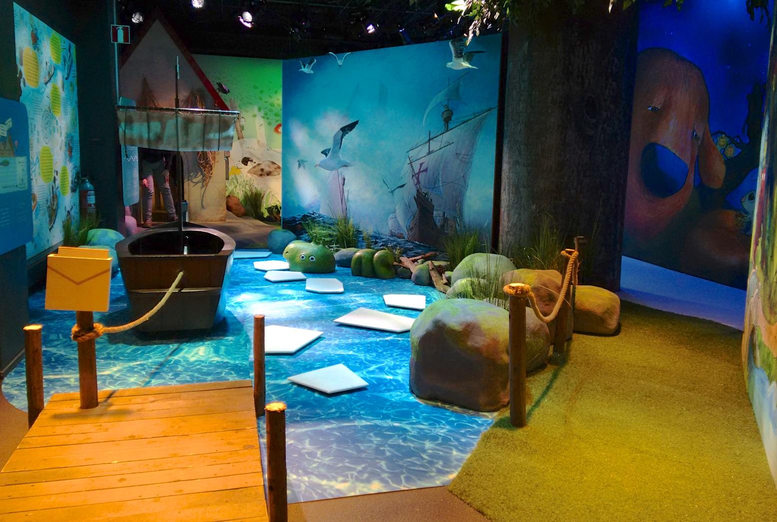 """""""Viisi ihmeellistä aarretta"""" näyttely. Viikinkivene ja meri"""