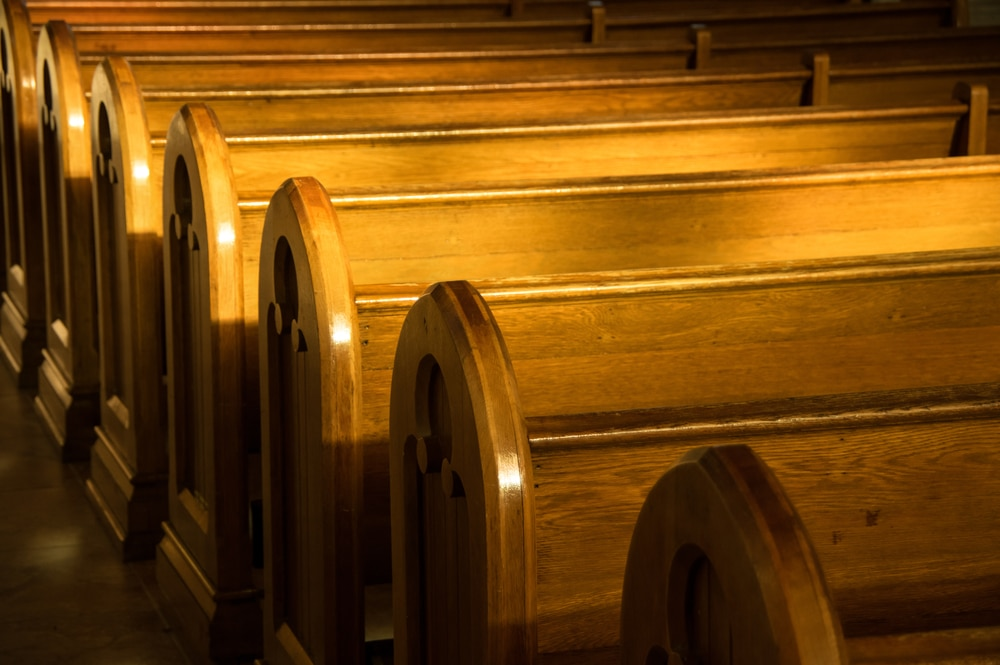 5 Tell-Tale Signs Your Church Is Geared to Insiders, Not Outsiders