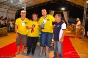 Valter Salvi e família recebendo a premiação