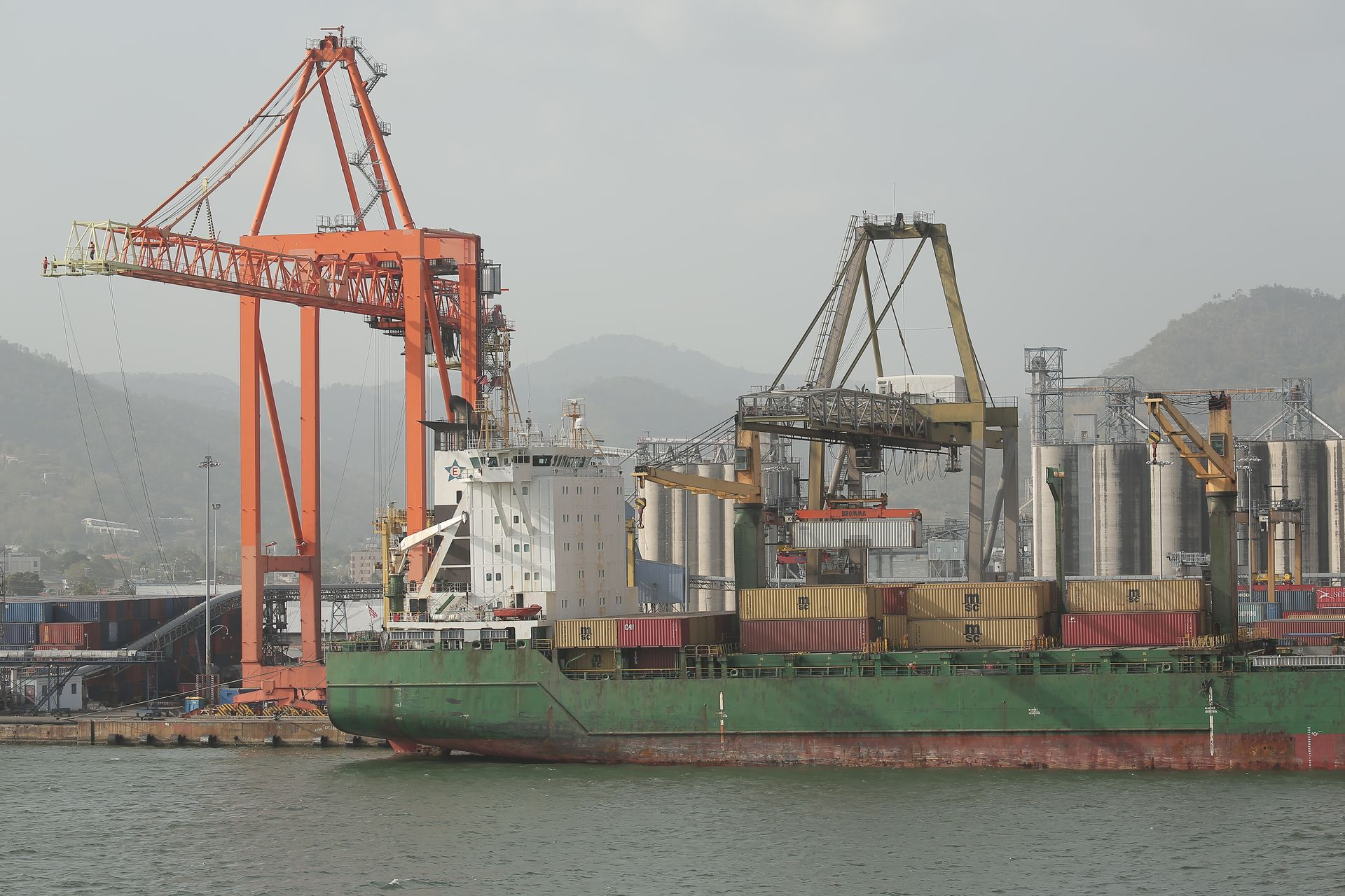 Trinidad shipping firms say no more paymentsin TT$ currency
