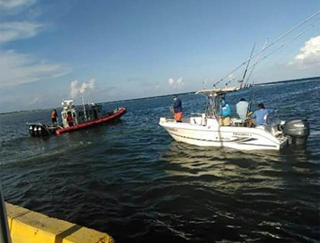 Rescata Marina tripulantes de embarcación deportiva en Mahahual