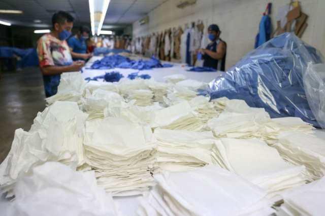 Reos del penal yucateco maquilan cubrebocas ante su escasez en hospitales
