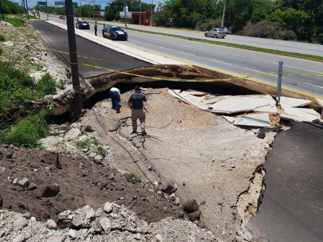 Aseguran hubo negligencia en socavón en carretera Cancún-Chetumal