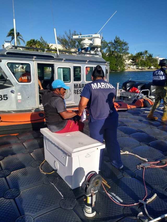Secretaría de Marina rescata a una persona a la deriva en Isla Mujeres