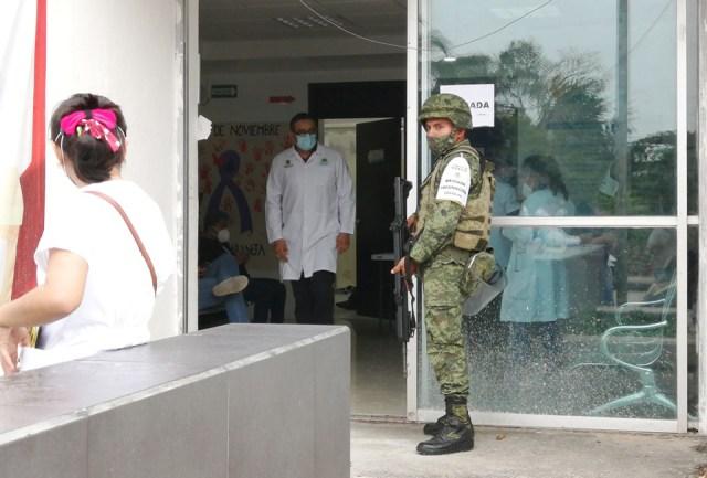 Sedena supervisa inicio de aplicación de la vacuna contra el coronavirus en Felipe Carrillo Puerto