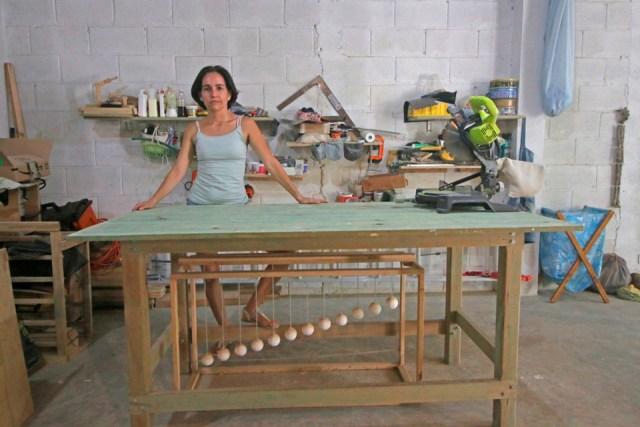 """Una mujer que hace el """"trabajo de hombres"""", una muestra de sororidad"""