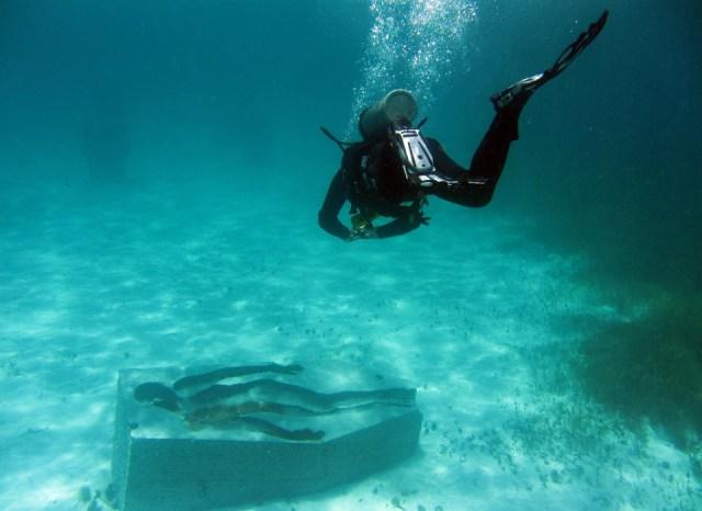 Sumergirán más estatuas en el mar, frente a la zona de El Meco