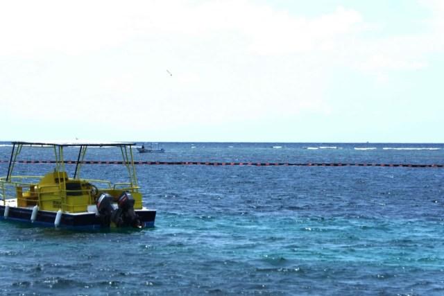 Intensifican los trabajos para colocar barreras sargaceras en Puerto Morelos
