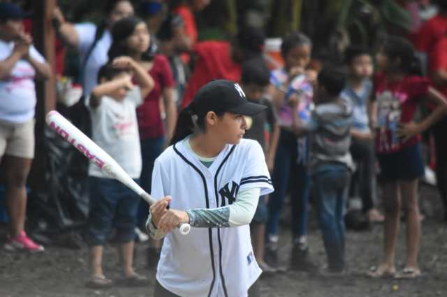 Organizan torneo Maya Femenil de Softball
