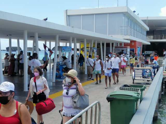 Se registraron hasta 11 mil pasajeros diarios entre Playa del Carmen y Cozumel durante el verano