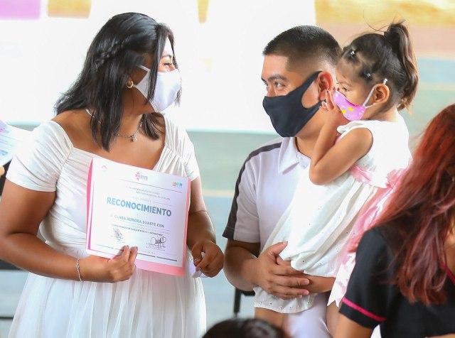 Capacitan en temas laborales y profesionales a mujeres en Cancún