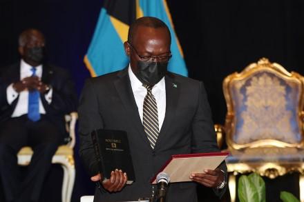 Toma posesión nuevo Vice Primer Ministro de Turismo, Inversión y Aviación de Bahamas