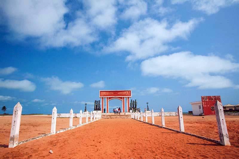 commemoration abolition esclavage ouidah porte de non retour benin caraibexpat