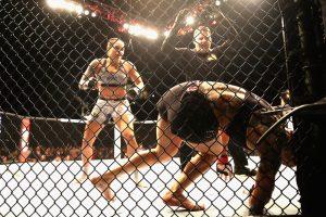 amandanocaute3 300x200 - Com raízes em Monteiro, Amanda Nunes, nocauteia Cris Cyborg e é a primeira campeã dupla do UFC