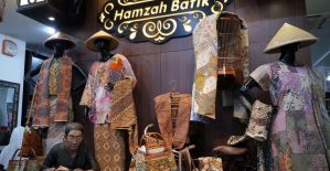 Mirota Batik Pusat Belanja Souvenir Jogja