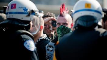 La manifestation contre la brutalité policière et les idiots-utiles de l'anarchie