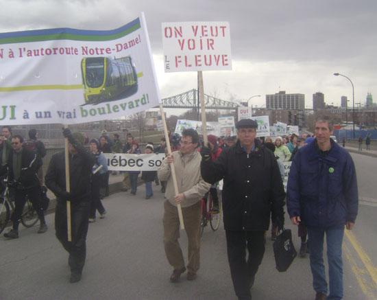 Manifestation contre la transformation de Notre-Dame en autoroute
