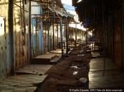 Final del dia al mercat de Bafoussam, amb les parades acabades de tancar