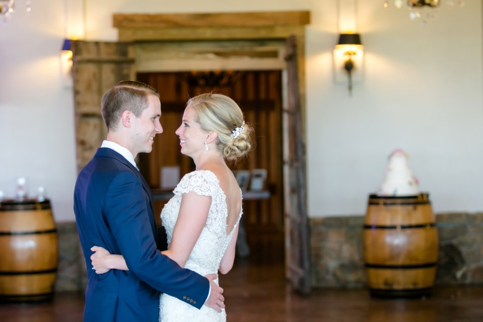 8A-Stone-Tower-Winery-Summer-Wedding-GG-1175