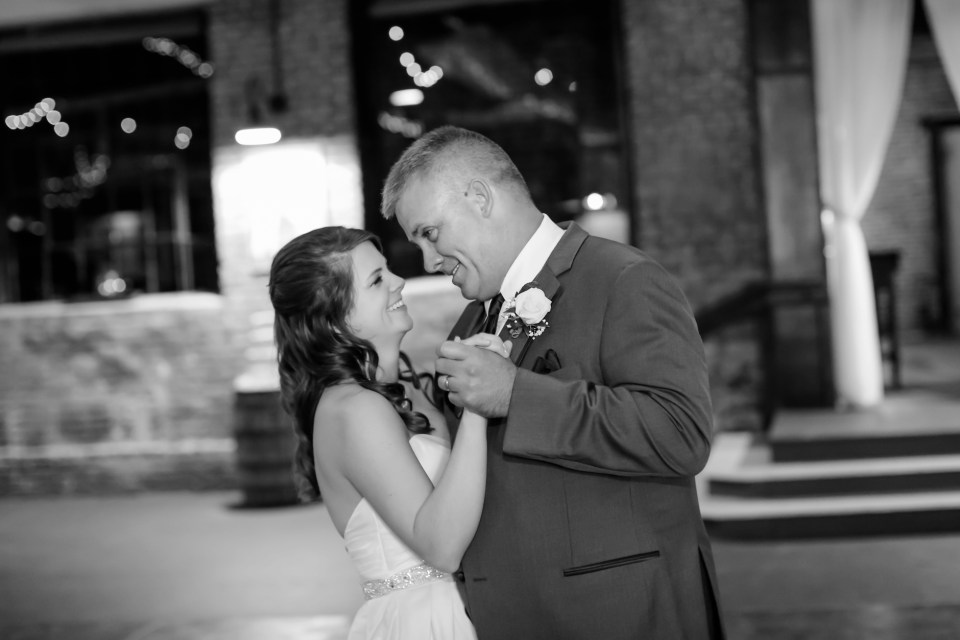 20a-inn-at-the-olde-silk-mill-wedding-fall-ashlee-stephen-carley-rehberg-photography-1177