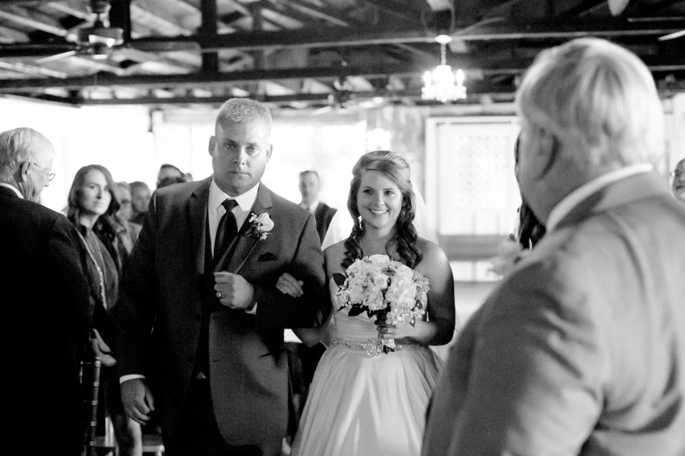 6-a-inn-at-the-olde-silk-mill-wedding-fall-ashlee-stephen-carley-rehberg-photography-1097
