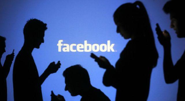 Facebook réseau voyeur hypocrite