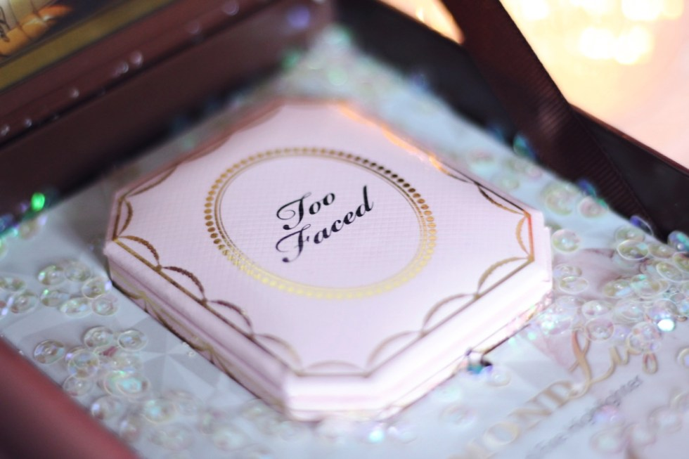 j'ai testé le Diamond highlighter Too faced mon avis swatch