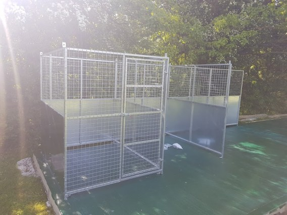The first dog pen constructed - the whole construction process going smoothly.