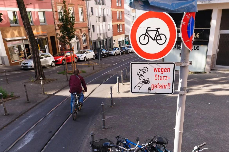 Radfahrer Absteigen - Schienen