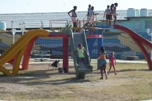 Parque infantil en el complejo del Paseo Marítimo