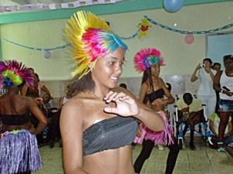 Danza presentada por talento de la comunidad cercana