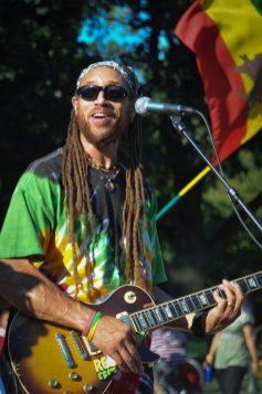 Carlos_Jones_Guitar_Live
