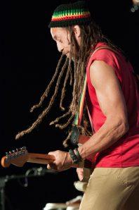 Carlos_Jones_Rocking_Guitar(9)