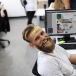 """<span class=""""authority-subtitle"""">Solo el 15% de los empleados están realmente comprometidos con su trabajo</span>Felicidad en el trabajo: La verdadera ventaja competitiva"""