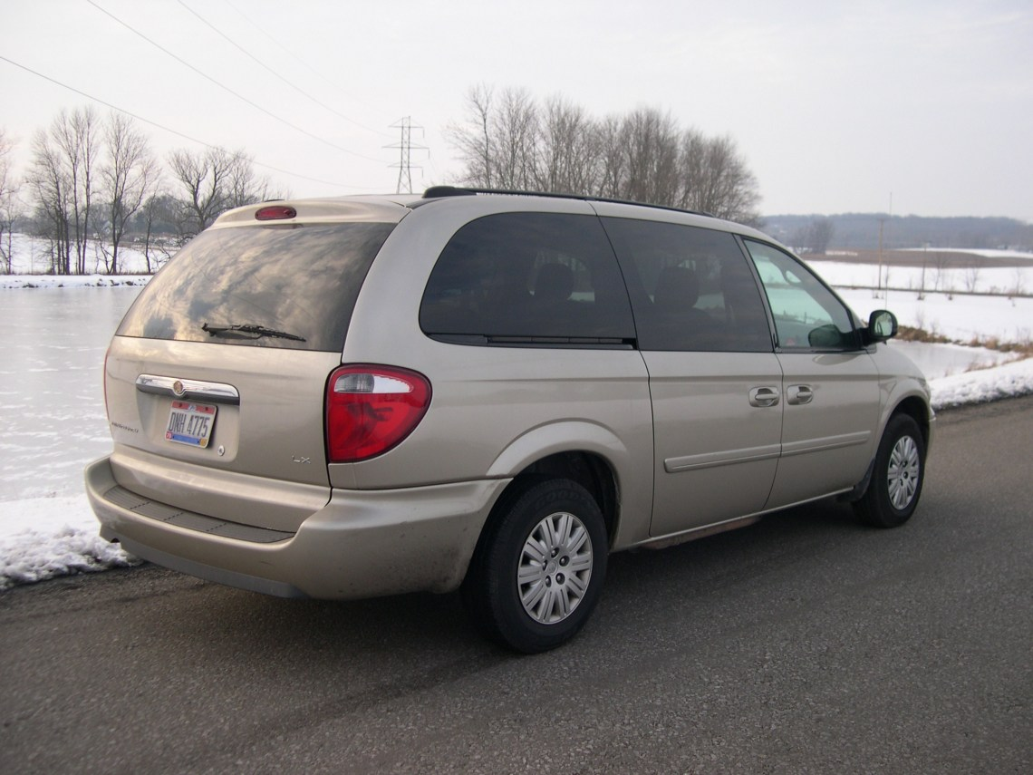 2005 Chrysler Town & Country Owners Manual