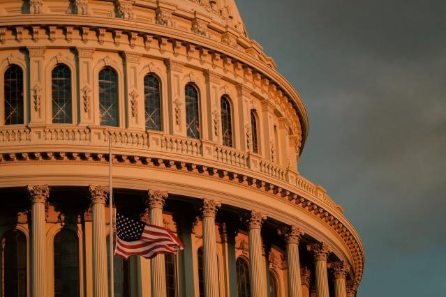 Photo of the US capitol building.