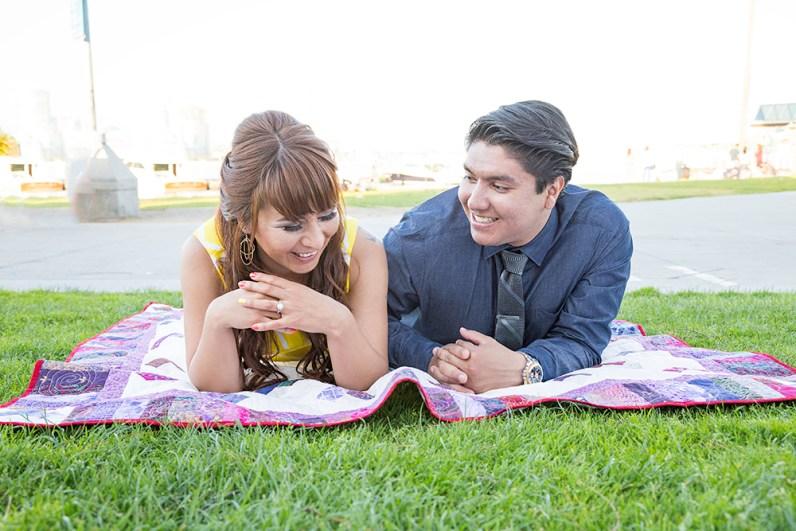 Engagement-Photosession-Engaged-Couple-Coronado-Island-Centennial-Park-SanDiego-Wedding-Photographer_9